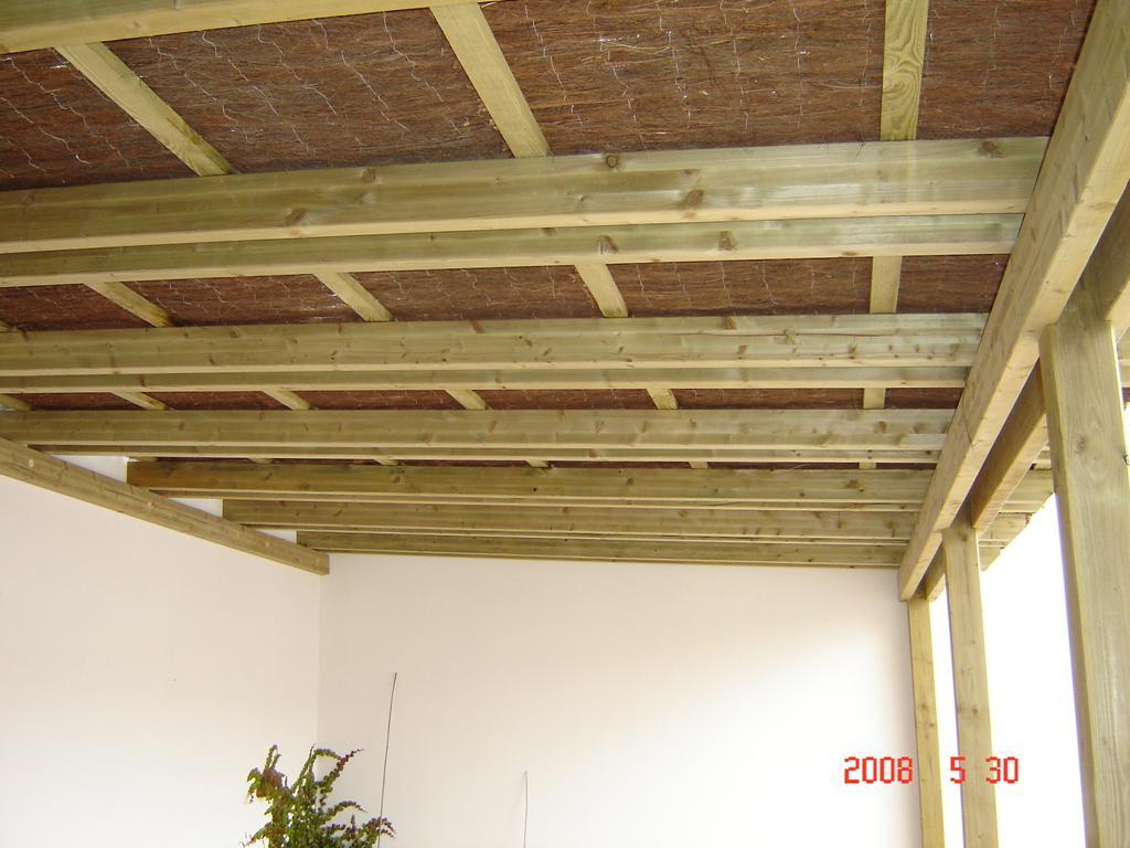 Pergolas de madera natural olivares materiales de - Construccion de pergolas de madera ...